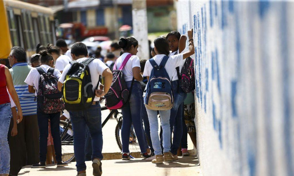 Alunos saindo de escola na Estrutural, no Distrito Federal. Foto: EBC