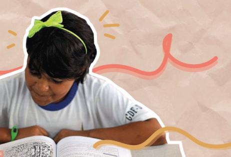 Em colagem, é possível ver menina lendo apostila escolar