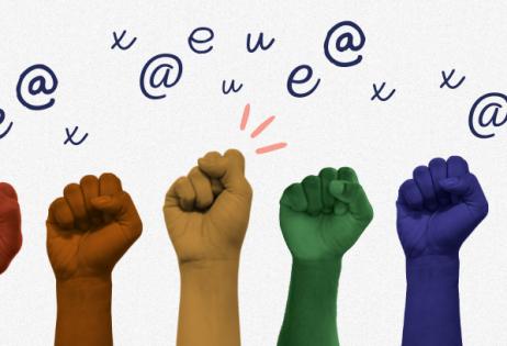 Imagem com seis mãos erguidas em punho. Cada mão é colorida por uma cor. Da esquerda para direita, as cores de cada mão são: vermelho, laranja, amarelo, verde, azul escuro e lilás. A sequência de cores representam o simbolo LGBTQI+. Acima das mãos a uma série de letras e símbolos como u, e, x, @. A imagem é destaque de matéria sobre linguagem inclusiva, língua e binarismo