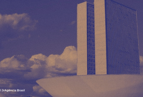 """Imagem destaca a cúpula do Congresso Nacional. A foto é de Marcello Casal Jr, da Agência Brasil e está como destaque na matéria """"300 entidades organizam protestos contra os projetos de educação domiciliar que tramitam no Congresso Nacional"""""""